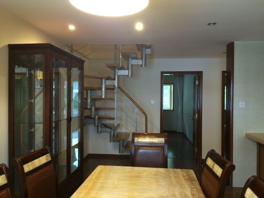 餐厅和阁楼旋梯