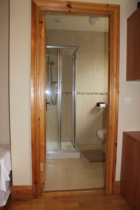 Ensuite bathroom with lots of hot water and good shower