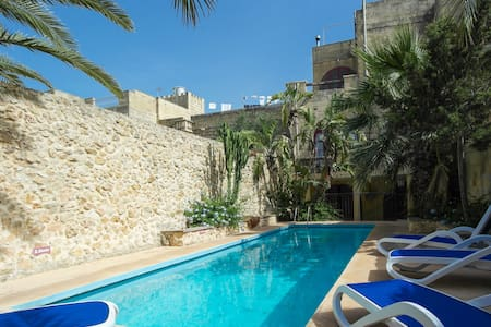 private villa with secluded pool - Ix -Xagħra - Villa