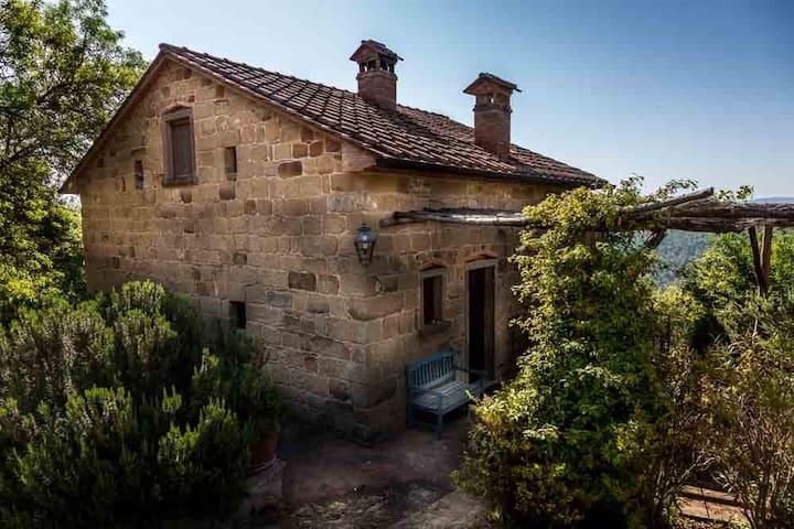 Monterosi, restored Tuscan villa.