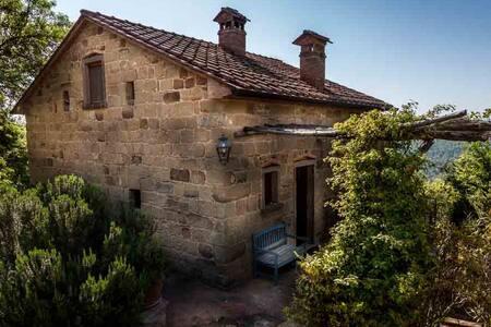 Monterosi, restored Tuscan villa. - อาเรซโซ่