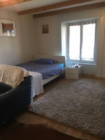 A 2 min du lac de Bienne, belle chambre pour deux