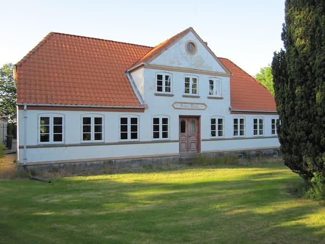 Egen lejlighed i hus tæt på strand - Søby Ærø - Hus