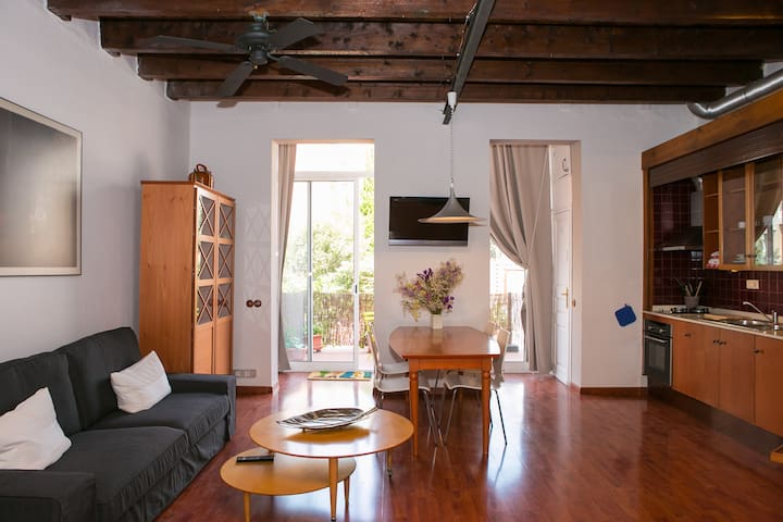 Loft with private terrace up to 4 pax. HUTB-013021