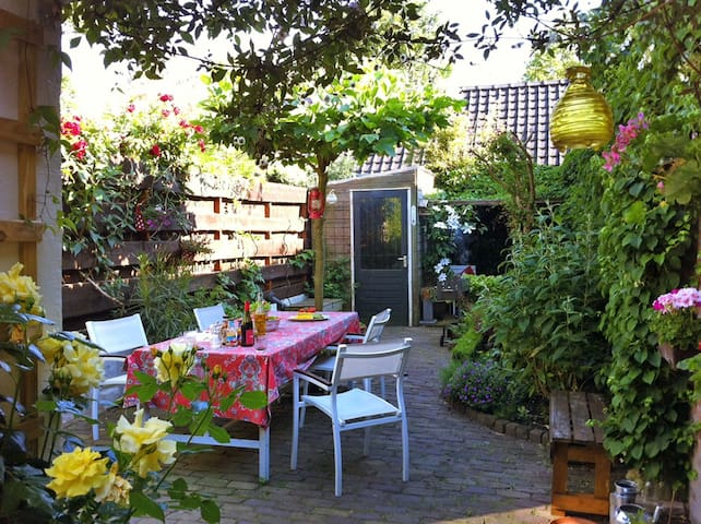Cozy House With Beautiful Garden - Houses For Rent In Nijmegen