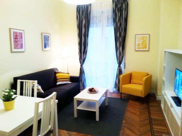 APARTMENT 1: livingroom