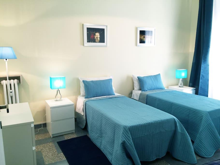 APARTMENT 1: twin bedroom