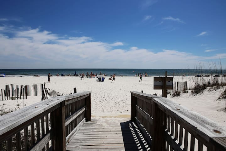 GREAT VIEWS and Perfect LOCATION! Air Bed n Beach! - Gulf Shores - Apto. en complejo residencial