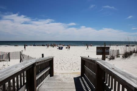 GREAT VIEWS and Perfect LOCATION! Air Bed n Beach! - Gulf Shores - Selveierleilighet