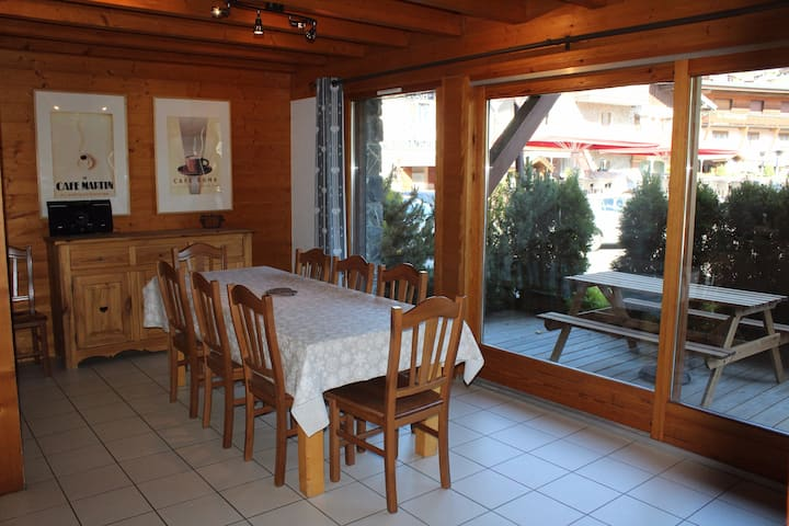 Chalet Negritelles 2 - Ski Chalet centrally located, footsteps to ski slopes, lifts and ski Schools