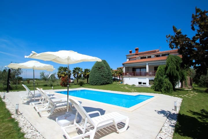 CasaZuzic for 2 with Swimming Pool - Tar