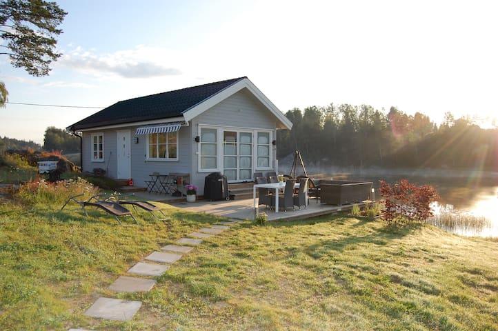 New beautiful cabin by a wonderful lake near Oslo