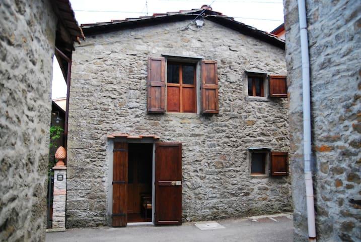 casetta a due passi dal bosco - Valgianni - Rumah