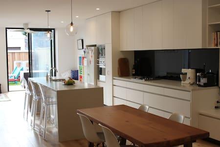 Fantastic House - Inner City Glebe - เกลเบ - บ้าน