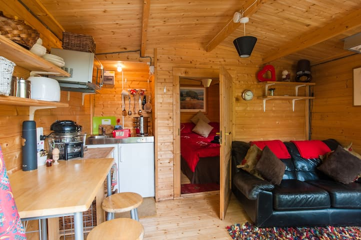 'Ty Bach Twt' wooden petit lodge On a working Farm