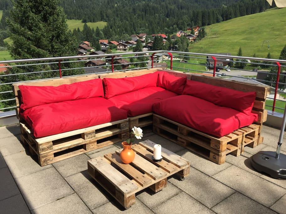 Gemütliche Paletten-Sofa Lounge auf der grossen Terrasse...
