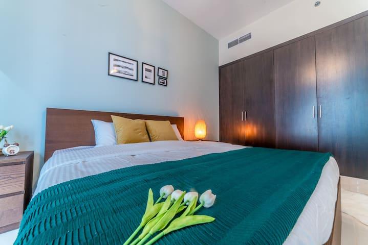 Luxury One Bedroom across WTC