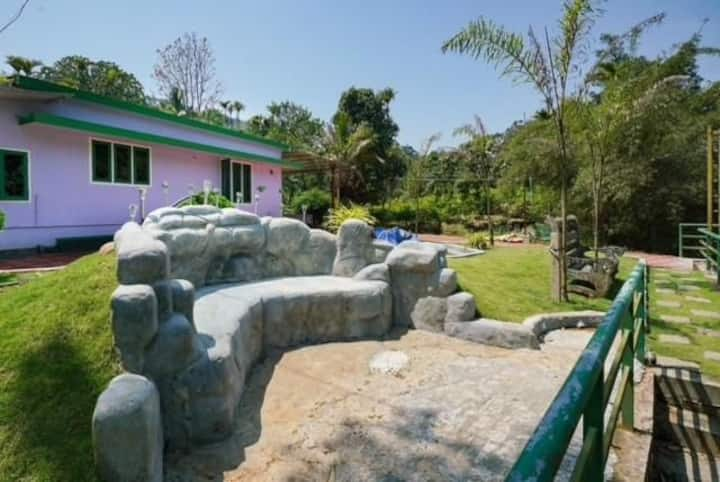 Cottages with river/10mins to VIRIPARA waterfalls