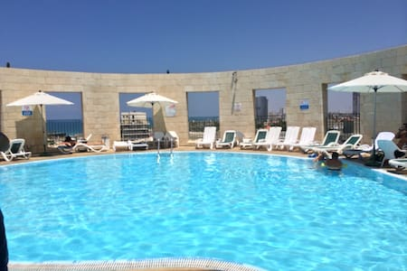 huge 2 rooms in Yafo + park & pool - 特拉维夫-雅法 - 公寓