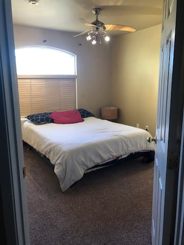 Vegas Private Room + Pool 10 min from Strip