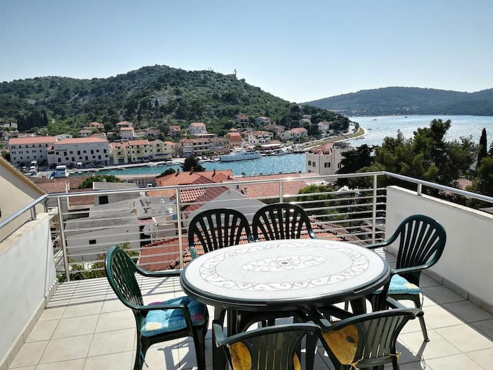One bedroom apartment with terrace and sea view Tisno, Murter (A-4295-c)