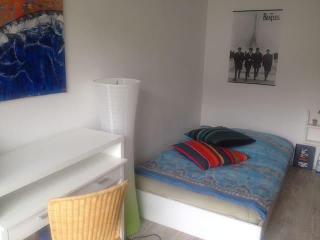 Ein Zimmer, modern und stilvoll - Hattingen - House