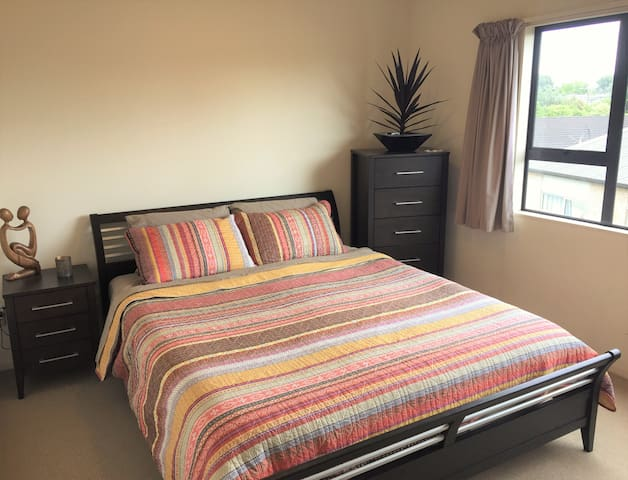 Quiet, sunny guest room within 10 kms of the CBD