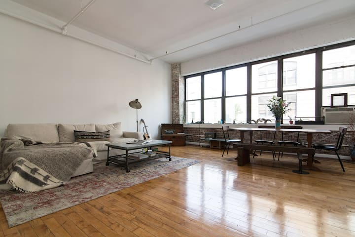 Prime Artist Loft &  Exposed Brick