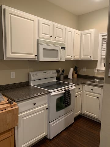 Quiet and close to Destin beach (no cleaning fee)
