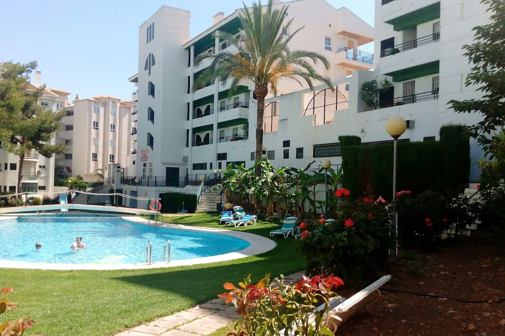 3d nicely decorated apartment aptos en complejo for Alquiler piso albir
