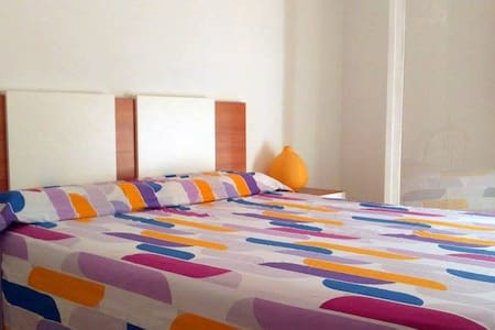 Doble room near the beach - El Masnou - Apartamento