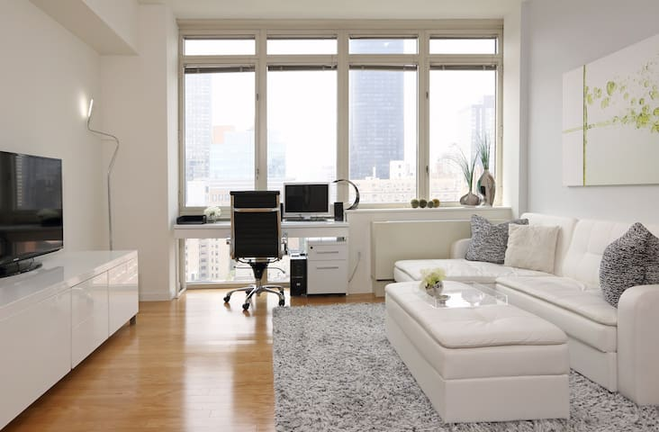 Sunny & Modern 1 Bedroom with Amazing view of NY