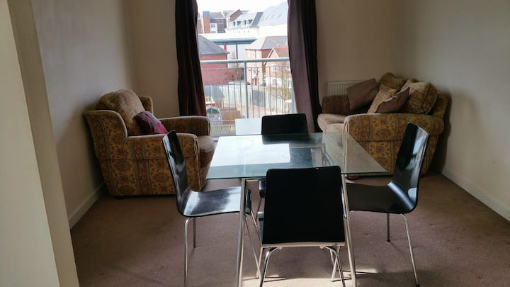 Modern 2 Bed Apartment near City Centre & Gunwharf
