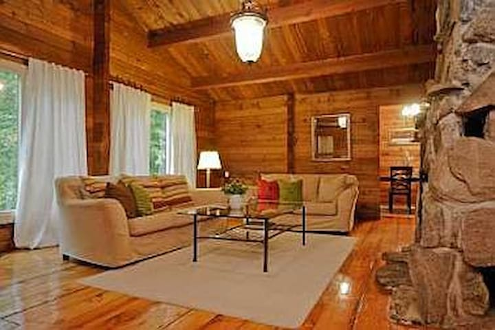 5 Bedrooms - Log cabin in the woods