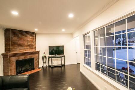 Newly remodeled modern single house - Azusa - Ház