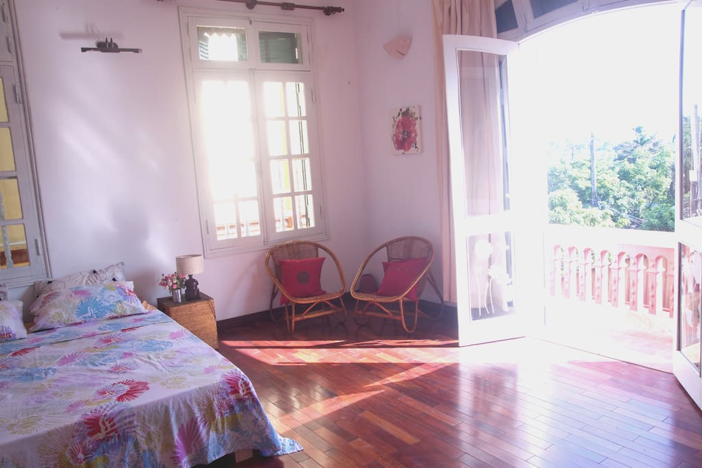 Bright and spacey private room, balcony with view of the surrounding tropical nature