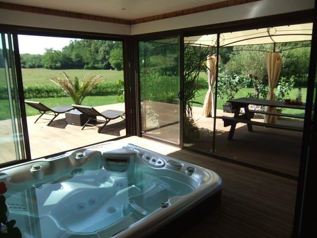 LODGE de Vacances  avec Jacuzzi 10 couchages - Duhort-Bachen - House