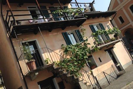 Romantic stay in a shabby chic home - Brione sopra Minusio