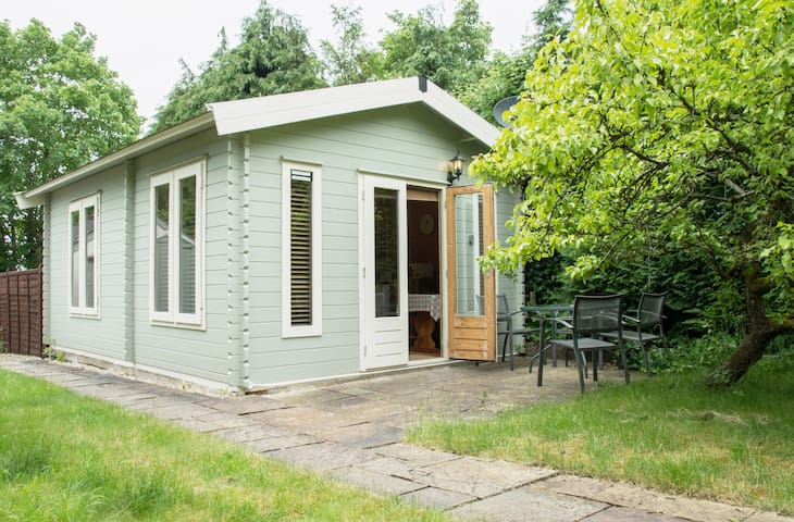 Pear Tree Cabin   - Near To Canal - Sells Green