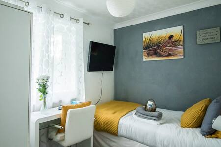 Cosy Room in English village home