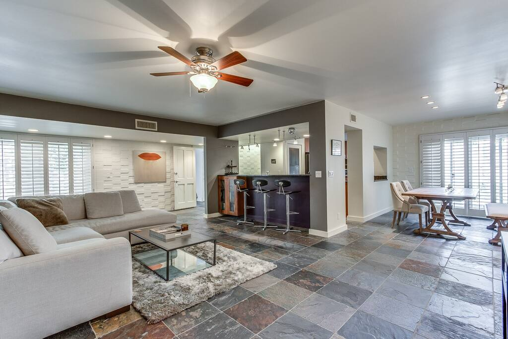 Luxury Home, 5 minute walk to Old Town Scottsdale!