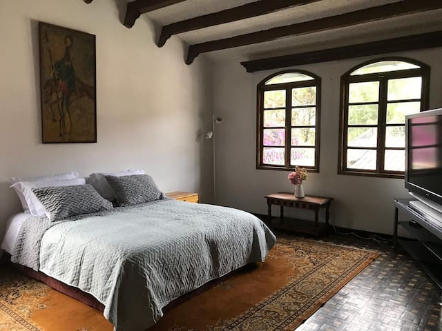 Beautiful room in Santa Ana neighborhood, Usaquen.