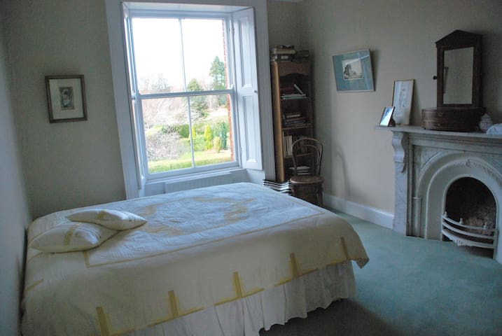 Double room, near sea, city & RDS.