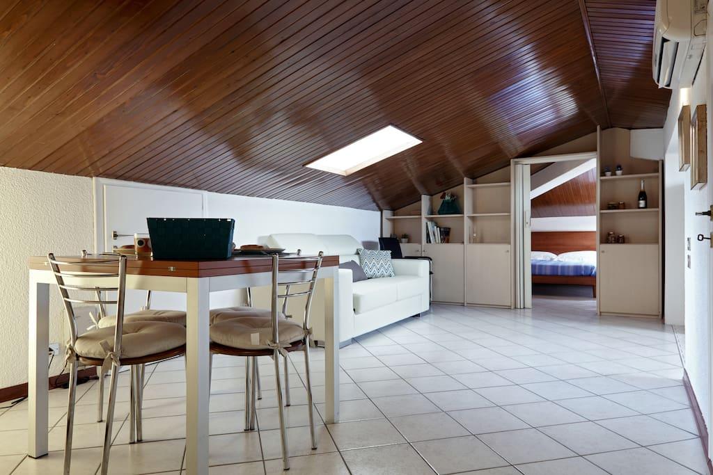 Mansarda a verona appartementen te huur in verona veneto itali - Kleedkamer voor mansard kamer ...