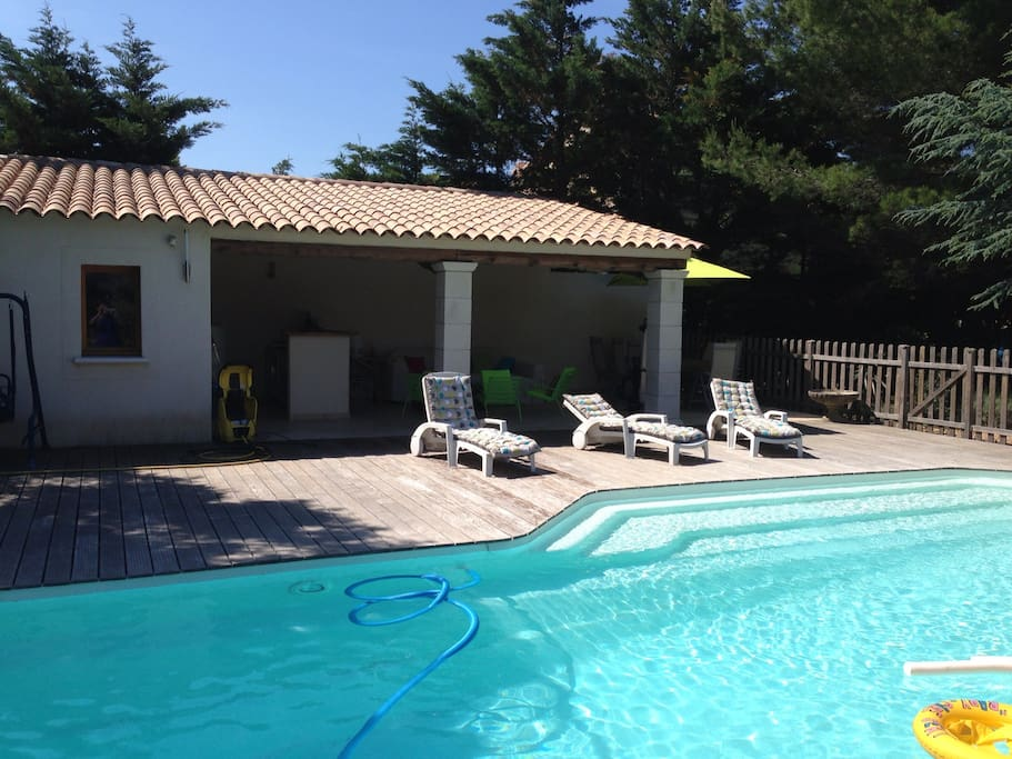 Piscine et son Pool-House
