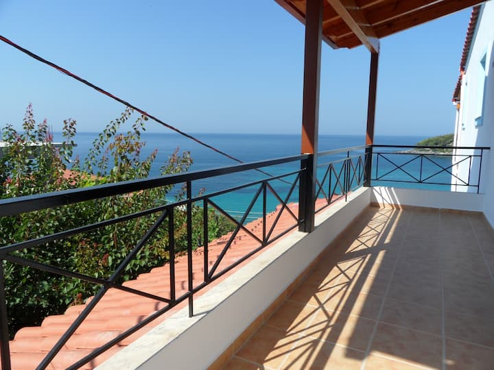 Beachside Villa/Apartment #B (Free WIFI)