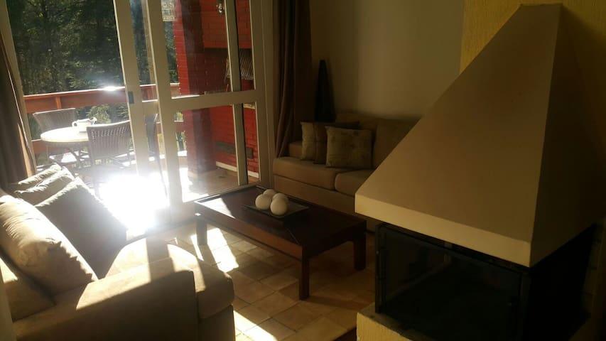 Charmoso Duplex em Condomínio Fechado Vila Inglesa