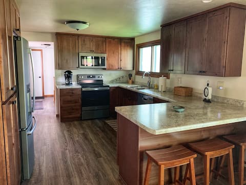 Renovated Ranch Home, Perfect for Group Getaway