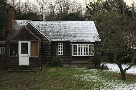 Shelly's in the woods - A Goldilocks cottage - Barham - Bungalou
