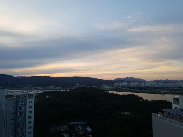Cozy Penthouse Overlooking Han River